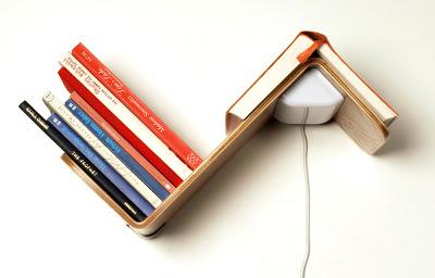 3 в 1 – книжная полка, лампа и закладка