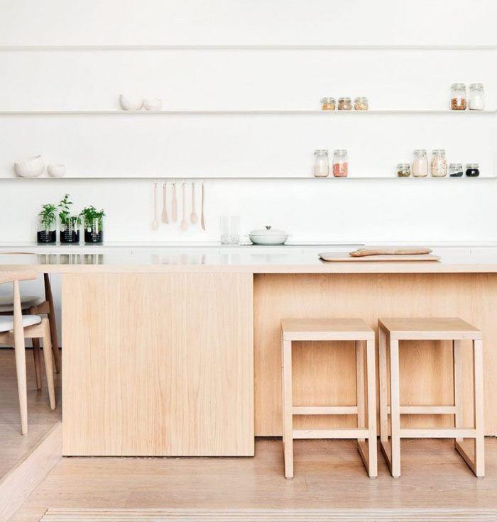 18 стильных кухонь с открытыми полками