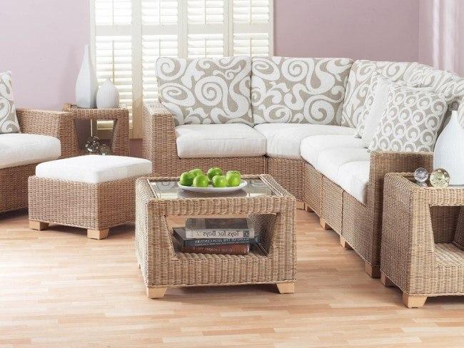 Плетеная мягкая мебель для гостиной