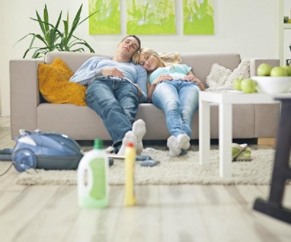 Секреты чистки мягкой мебели в домашних условиях