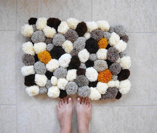 Как сделать коврик для ванной из помпонов