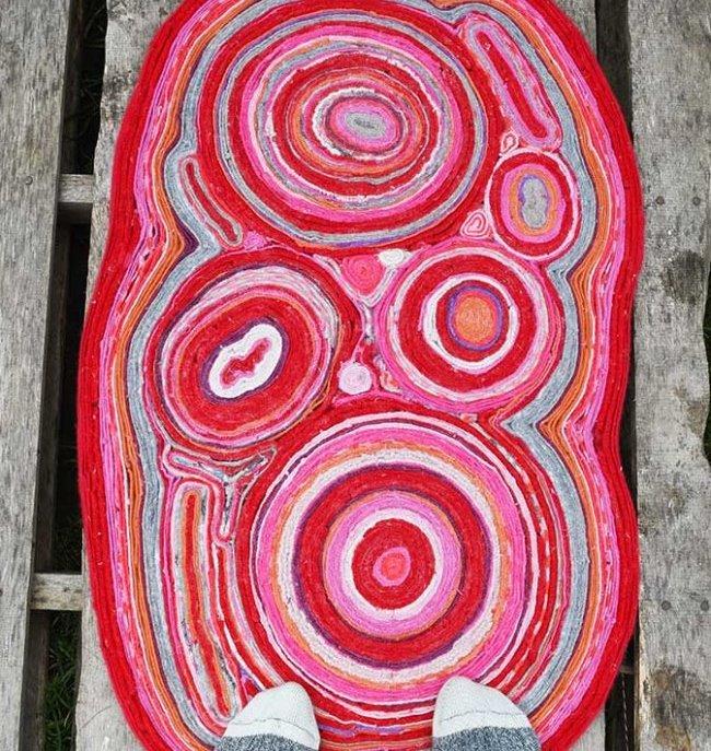 Дизайнерский коврик из ненужных свитеров