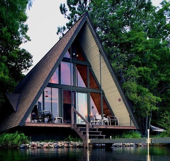 Дом-шалаш — оригинальная альтернатива стандартным загородным домам