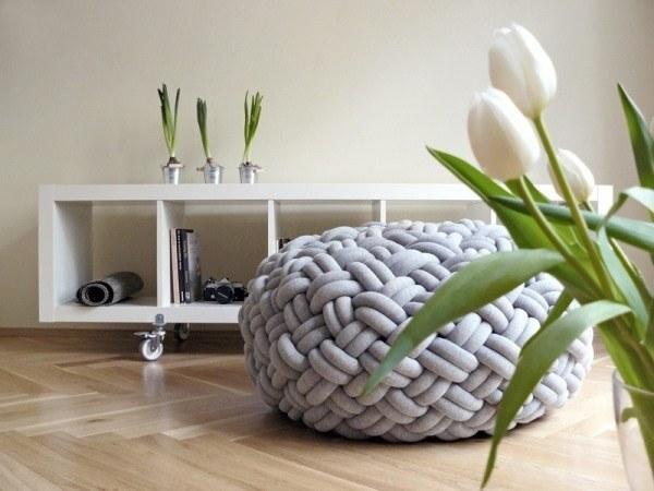 Напольные подушки в интерьере: где купить
