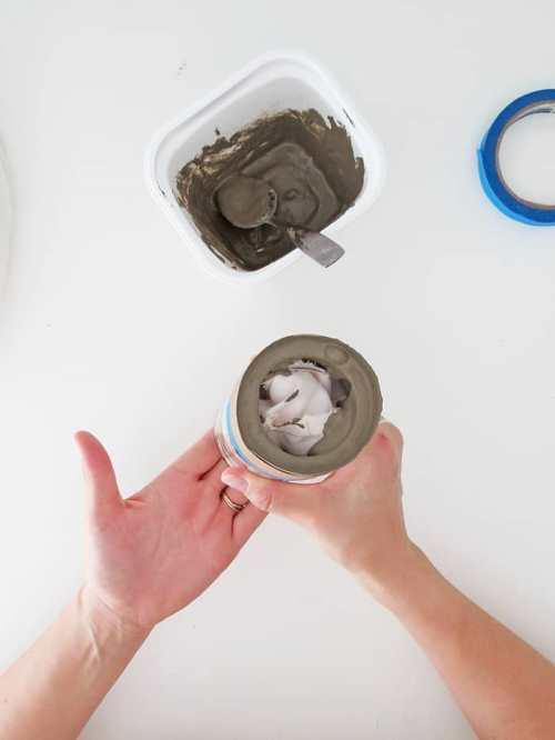 Стильные вазы из стеклянных банок