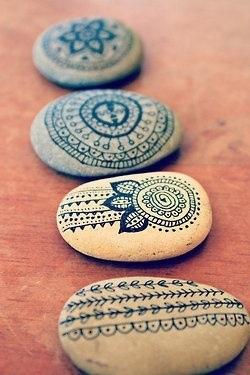 декор своими руками для дома, рисунки на камнях, раскрашивание камней, раскрашенные камни
